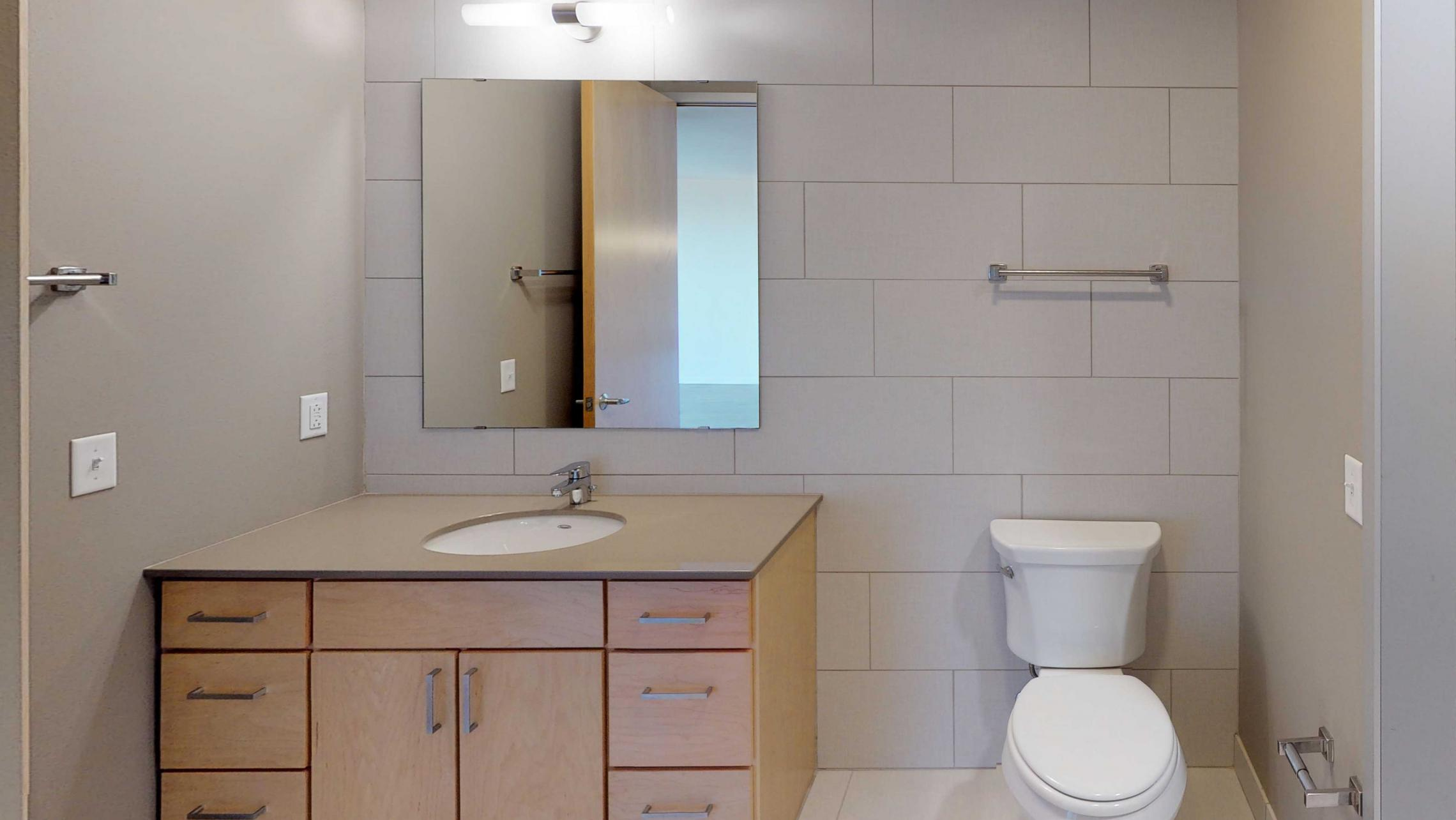 Nine-Line-Apartment-520-Modern-Bathroom-Details-Madison-Upsclae-Views-Downtown.jpg
