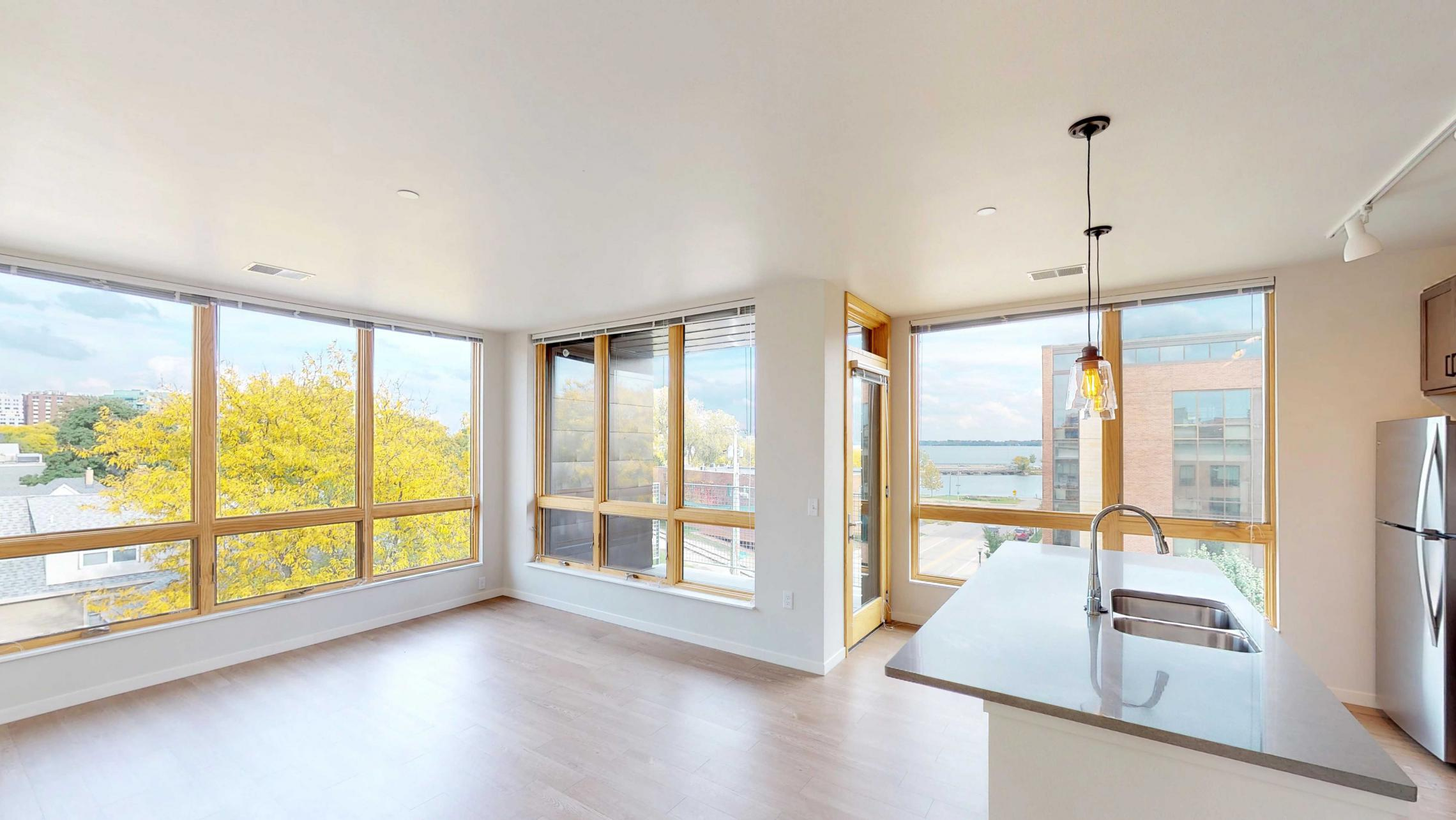 Quarter-Row-401-Three-Bedroom-Modern-Balcony-Downtown-Lakeview-Madison-Capitol.jpg