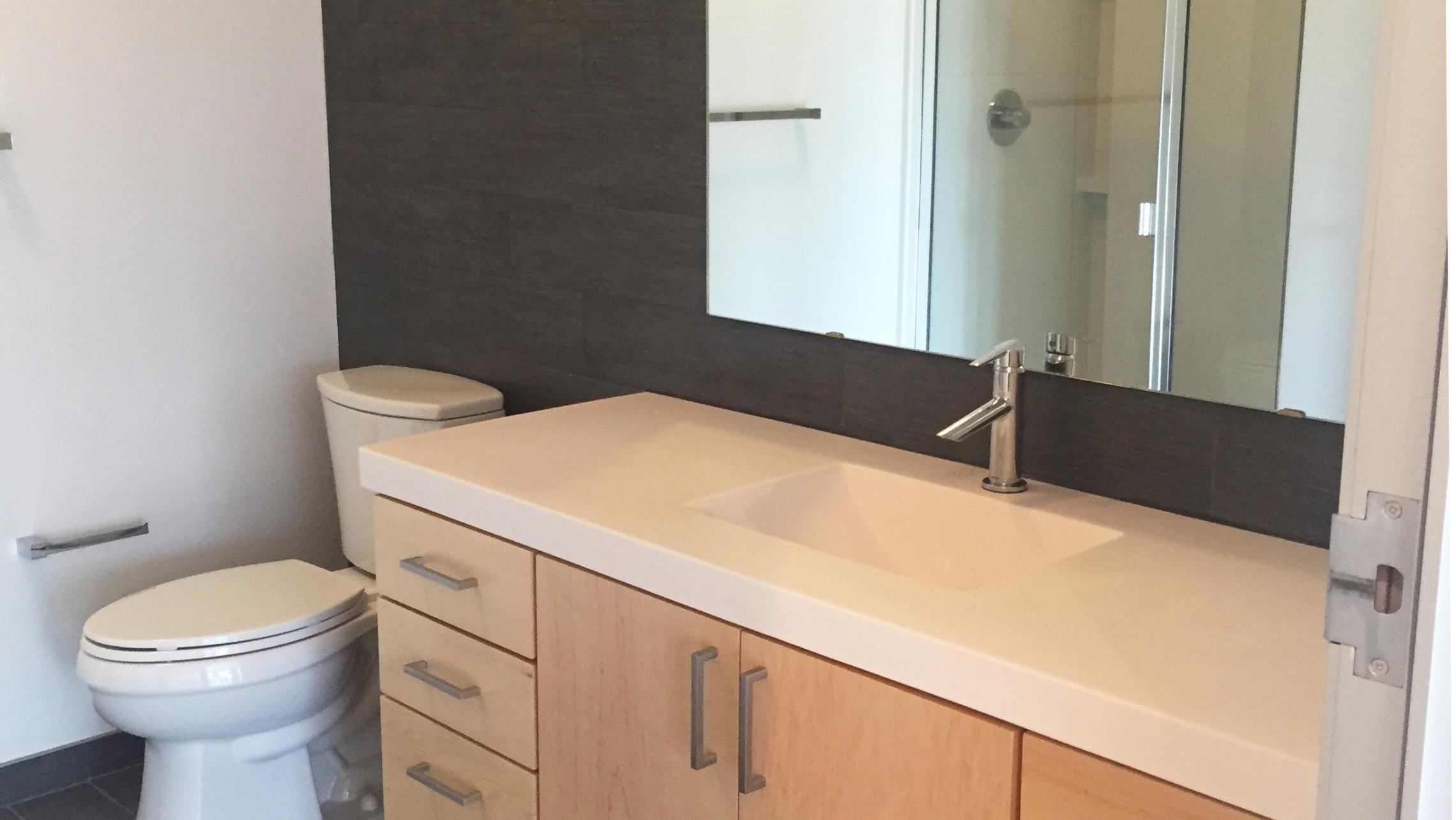 ULI Seven27 Apartment 337 - Bathroom