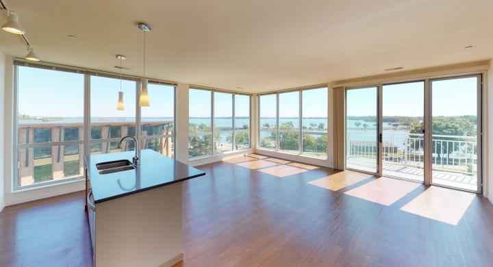 Nine-Line-Apartment-Three-Bedroom Modern-Lake view-Luxury-Stunning-Views-Capitol-lifestyle-Balcony