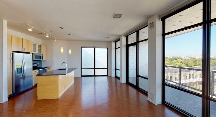 SEVEN27-Apartment-524-Two bedroom-Modern-Luxuy-Upscale-Capitol View-Lake View-Tp Floor-Balcony-Terrace-City View-dinning.jpg