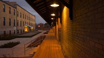 ULI Tobacco Lofts Apartments - Exterior Courtyard